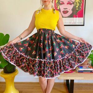 Vintage 70s floral prairie square dancing skirt XS